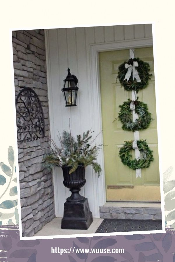 30+ Simple DIY Winter Porch Decoration Ideas On A Budget 3